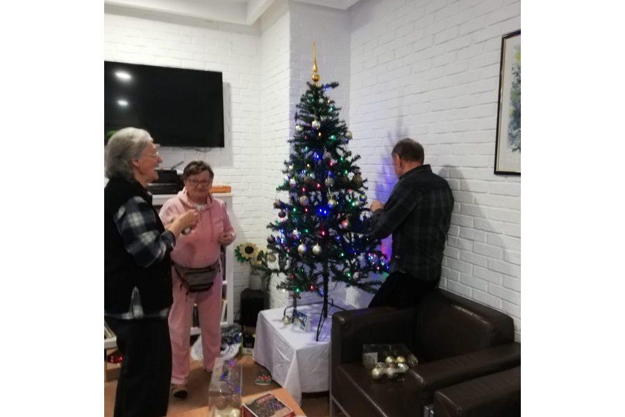 Kićenje božićnog drvca